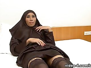 LadyboyMasterkey Video: Arab Ladyboys 01