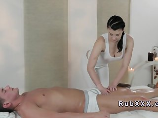 Dude gets footjob from masseuse