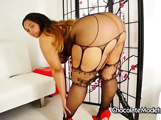 Big Booty Model Tiffany Twerks and Shakes Her Big Black Ass