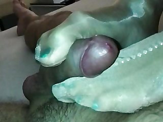 Big cumshot on GF sexy nylon feet jewelry (original speed)