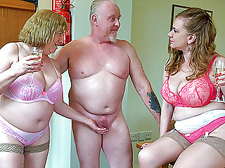 Older British threeway sex