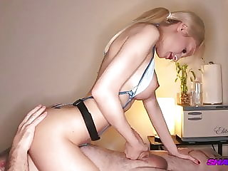 Shady Spa – April Gives Handjob With Happy Ending