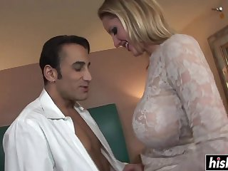Hot MILF likes to be handled