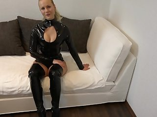 BlondeHexe - mega Cumshot nach geilem Latex Fick