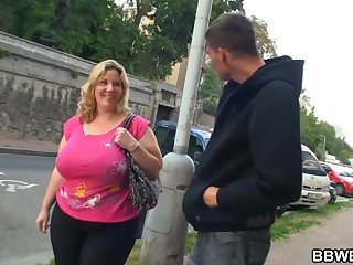 Mature with Huge Tits and a Huge Ass, gets pickpocketed!