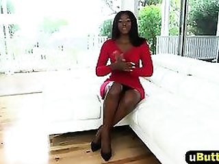 A very sexy big ass ebony chick gets her pussy drilled