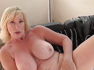 Mature sex bomb with amazing body