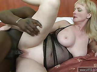 Mature slut takes bbc in her ass