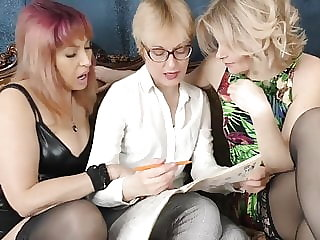 Hairy mature lesbian threesome