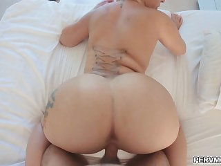 Stepsons pumping on stepmoms round booty